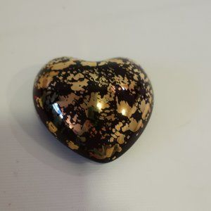 ROYAL GALLERY MAROON/GOLD GLASS HEART PAPERWEIGHT